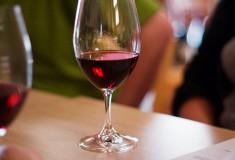 ★ワインに関する豆知識★ 赤ワインの飲用適温
